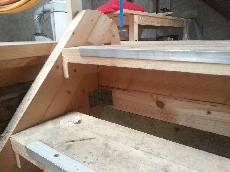 Unterschiedlich Treppe in der Scheune selber gebaut. – Semiautark JZ75